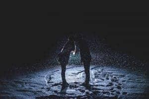couple-kissing-1149677_1920